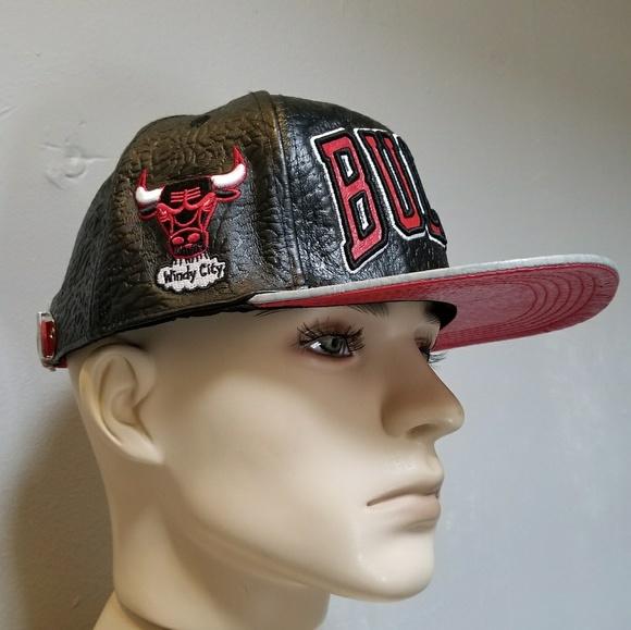 buy popular f1c3f f35ac Chicago Bulls Pro Standard NBA Black Leather Strap.  M 5ab2b717b7f72b05ebfd32bb